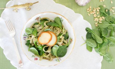Fetuccini de espinaca con provolone