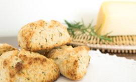 receta de scones salados de queso parmesano y romero