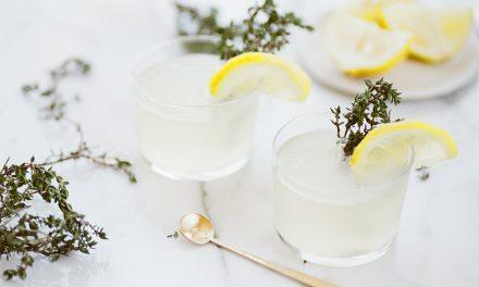 Coctel de prosecco y limon con infusión de tomillo